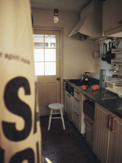 キッチンと勝手口ドア