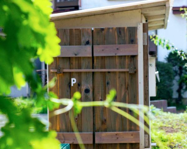 ウッドロングエコを塗った物置の扉