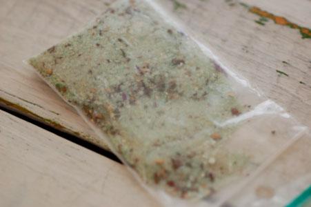 ウッドロングエコは粉を水に溶いて使います