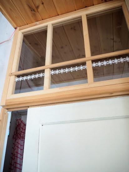 アクリル板をはめて作った室内窓